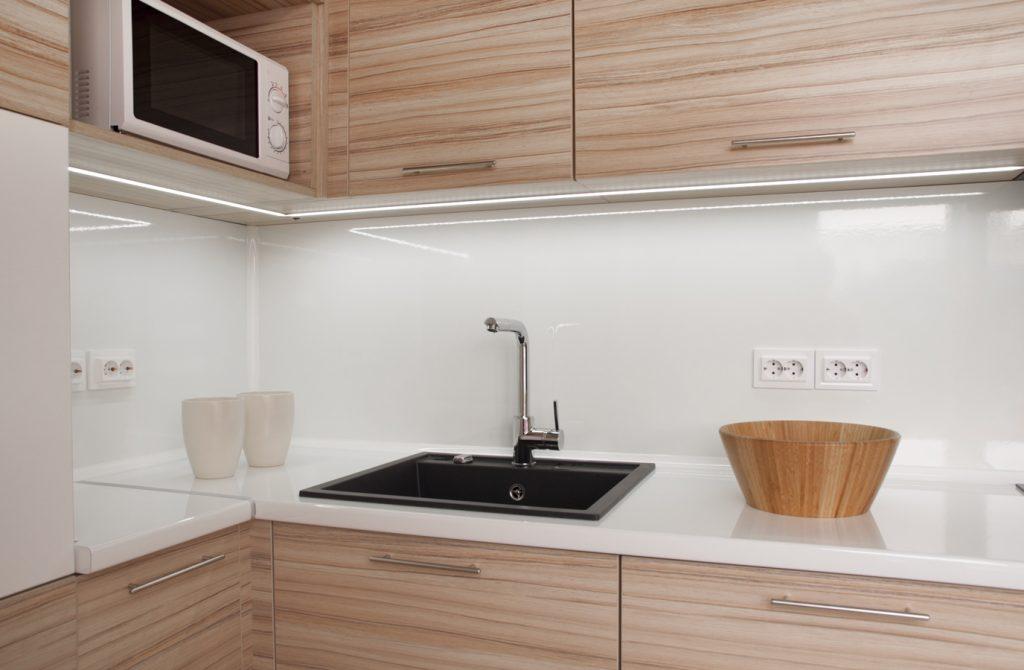 Ilme uusiksi kertaheitolla! 7 upeaa ideaa keittiön välitilaan